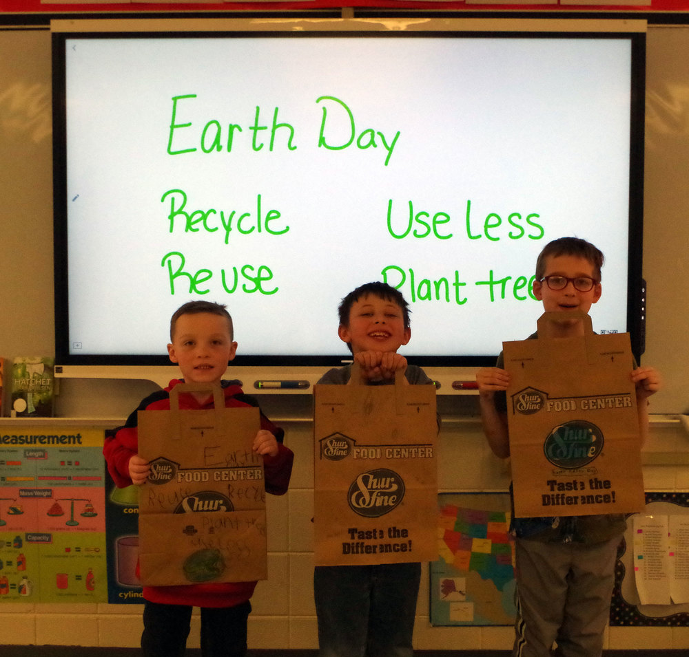 PES Decorates Grocery Bags for Earth Day!